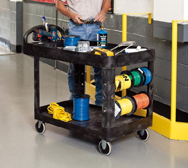 支柱にはポールを固定する穴や溝があるので、コードやロープを使う作業時に便利。