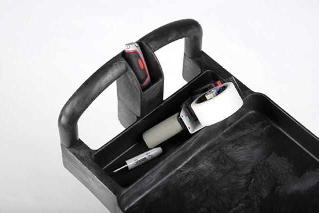 細かい道具を入れておくのに便利なスペース付き。