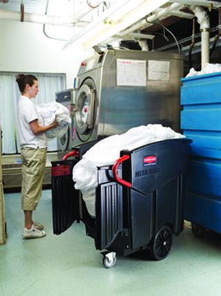 重い荷物を取出す際に便利なドア付き。