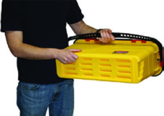 液剤とパッドを適量バケツに入れた後、フタをしっかりと締めよく振り、パッドに液剤を染み込ませる。