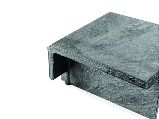 強さと耐久性 金属フレームを使わず、パーツの継ぎ目が無いため液漏れしないストラクチャーフォーム成型。 錆びやへこみ、欠ける事がありません。